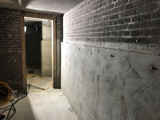 Dry Works project Amsterdam vochtprobleem, aangetast pleisterwerk, afbikken, gemetselde wanden...
