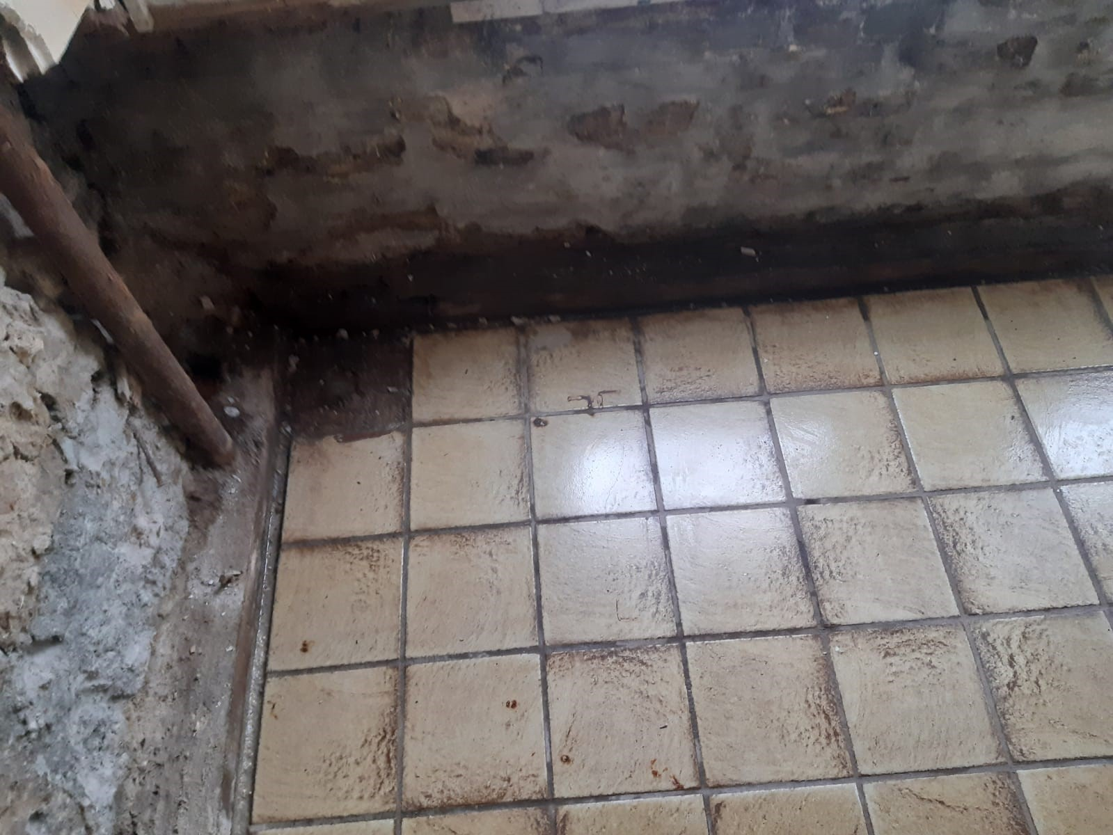 project Dry Works vochtproblematiek, lekkage, injecteren, afbikken, waterdicht pleistersysteem