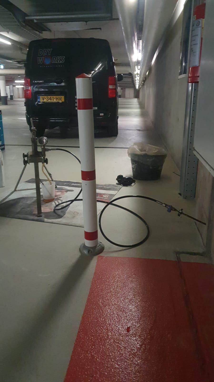 Project van Dry Works Gustav Mahlerlaan 10 te Amsterdam, parkeergarage: lekkage, vochtproblemen, kelderlekkage, injecteren, vochtbestrijding
